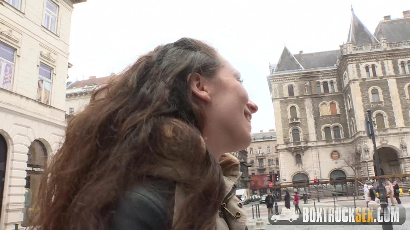 Leyla Bentho shows her oral skills  - Jun 28, 2016 - Box Truck Sex