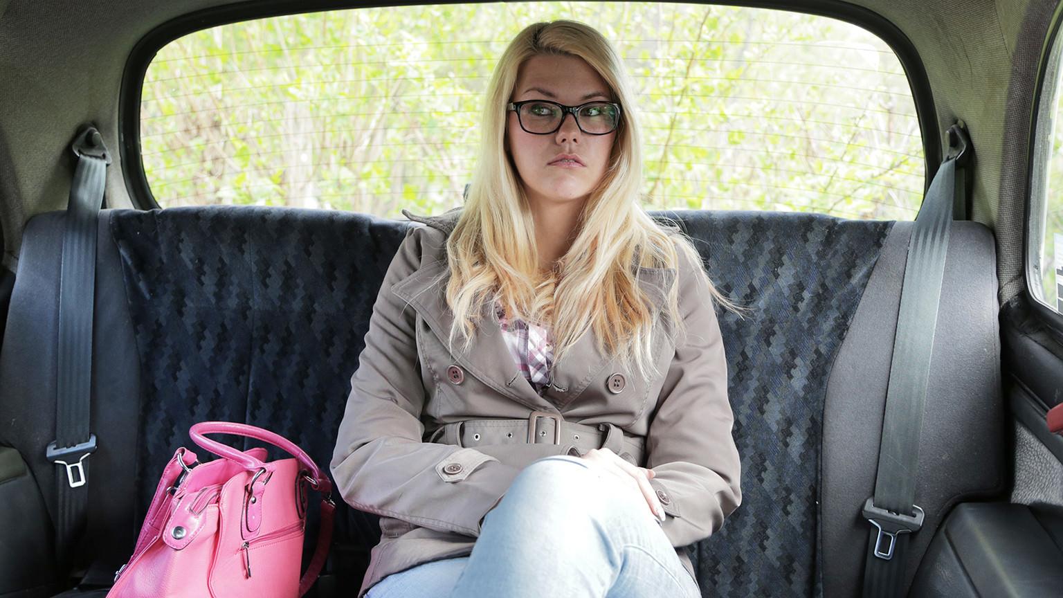 Backseat Rim Job and Hard Fucking - Fake Taxi