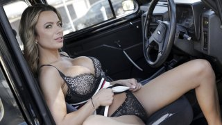 Give me an orgasm for a discount - Female Fake Taxi